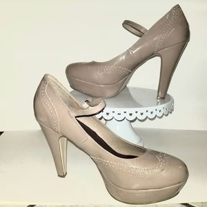 Madden Girl nude shoe
